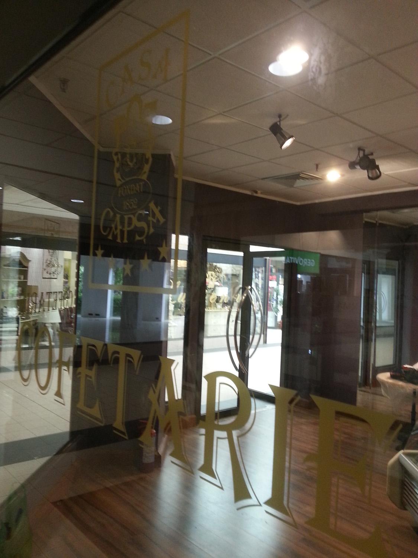 Inscriptionare geamuri autocolant auriu Cofetarie Casa Capsa